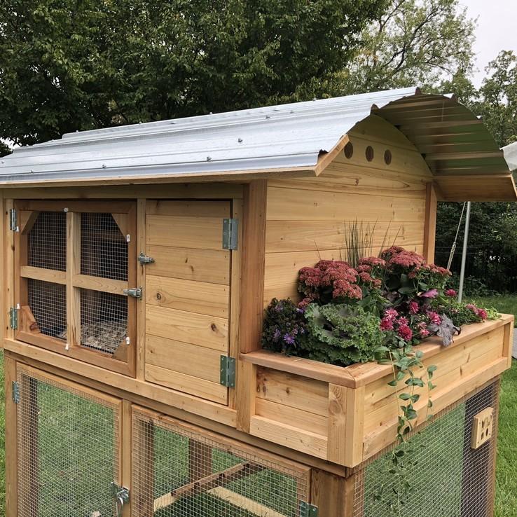 Deluxe Chicken Coop with Planter